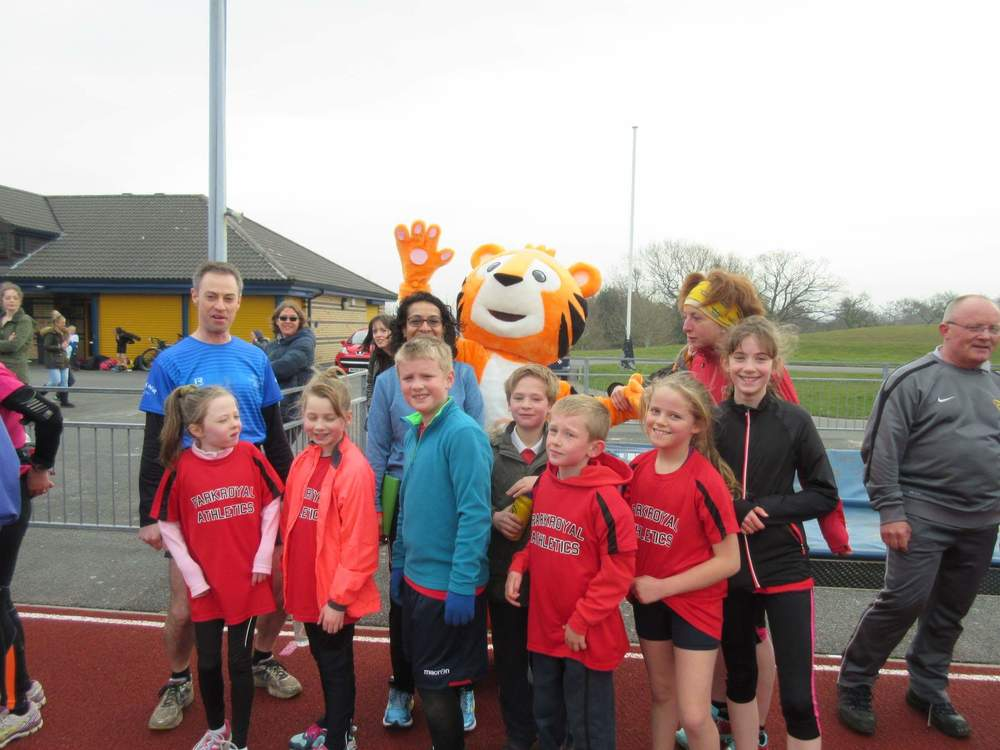 Post run team picture photobombed by the Canalside Radio cat!