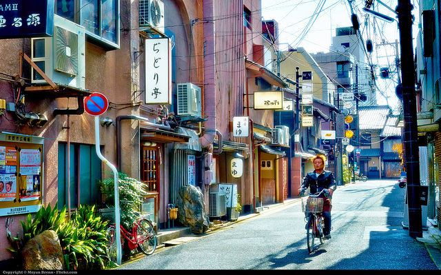 Typical morning day at nice and well established Gion district in Kyoto. Photo by Flickr@Moyan Brenn