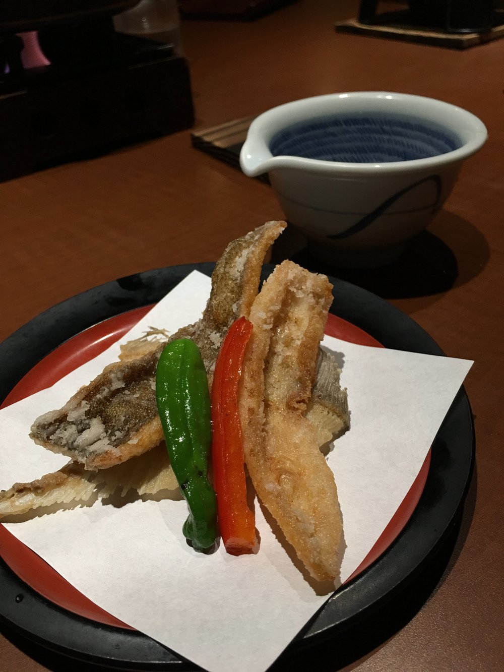 From my experiences, tempura produced by luxurious eateries tend to have a thin batter covering to balance and lift the root tastes of fish and vegetable although I rarely visit expensive restaurants such as this place.