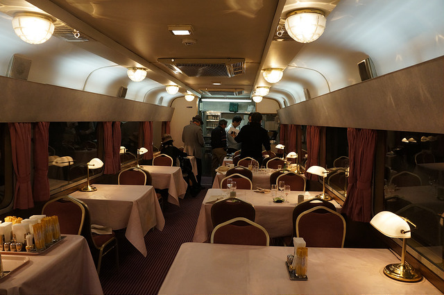 Most possibly similar to the dinning areas of the Hokutosei Hotel, this section of the train carrier is attributed with the interrior designs of the Hokutosei Train Hotel. Photo by:Flickr@hirotomo t