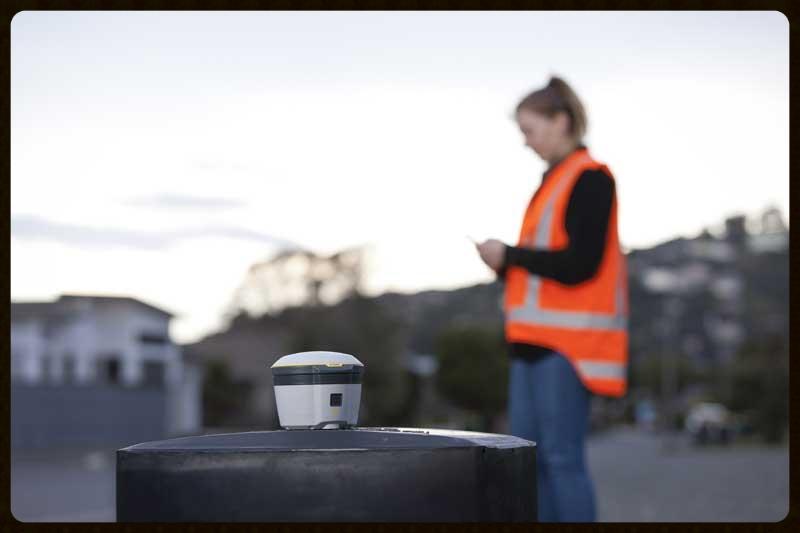 Trimble® R2 GNSS Receiver