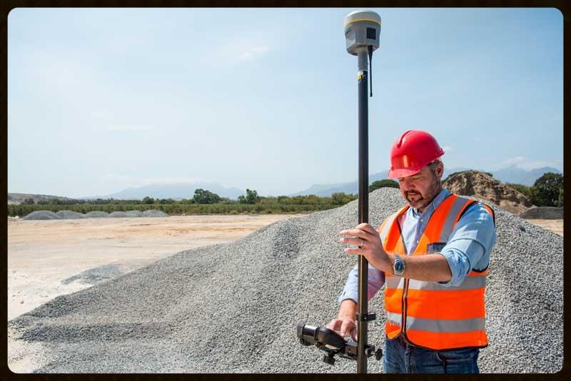 Trimble® R10 GNSS System