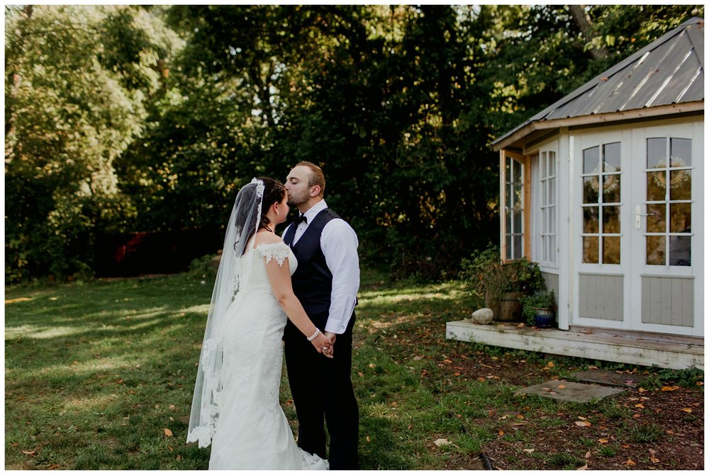 12cornersvineyardtentweddingbentonharbormichigangingertownphotography30.jpg