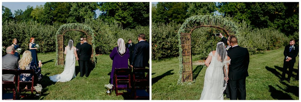 12cornersvineyardtentweddingbentonharbormichigangingertownphotography56.jpg
