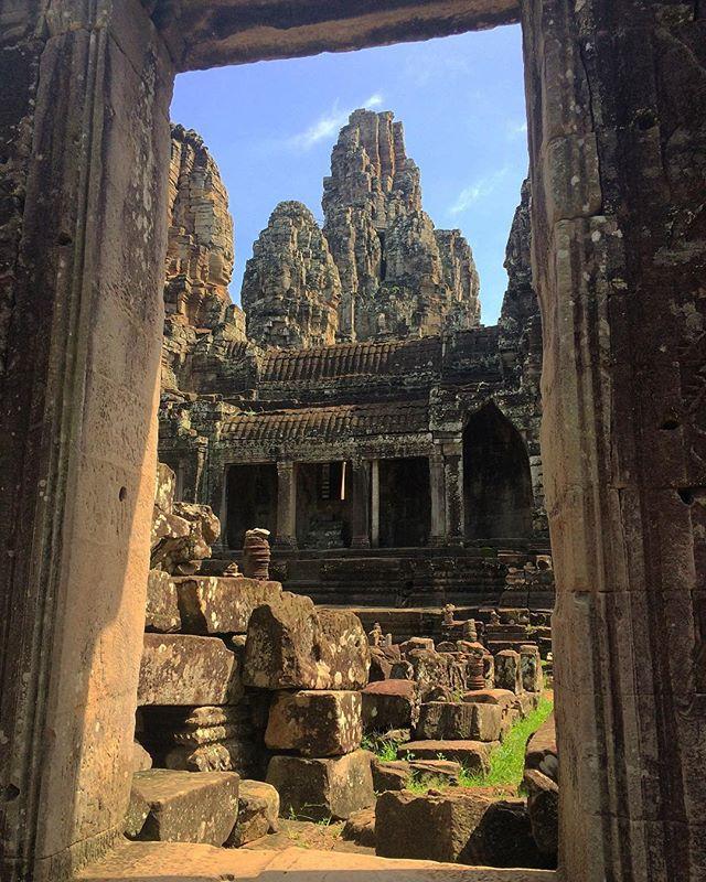 A passage back in time #cambodia #siemreap #angkorthom #asia #roamtheplanet #explore #seetheworld #cbigrock #wanderlust #travelpics #travel #getoutside #architecturephotography #temple #landscape #travelphotography #depth #bucketlist #mustsee #familytrip
