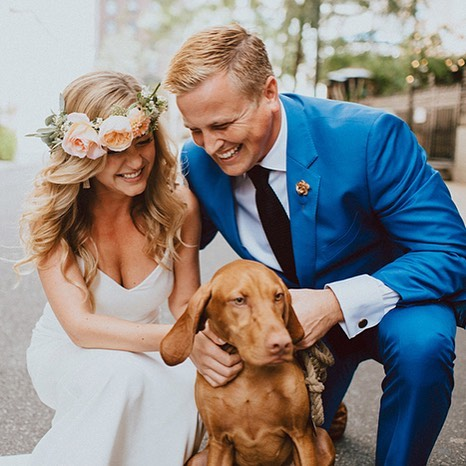 We love love ❤️ @greylikes featured our lovely bride @njsturgeon's wedding with photography by @patrobinsonphoto, floral design by @textureflorals & makeup by @ari_drive. For the full story head to www.greylikesweddings.com! #MUSECHRONICLES