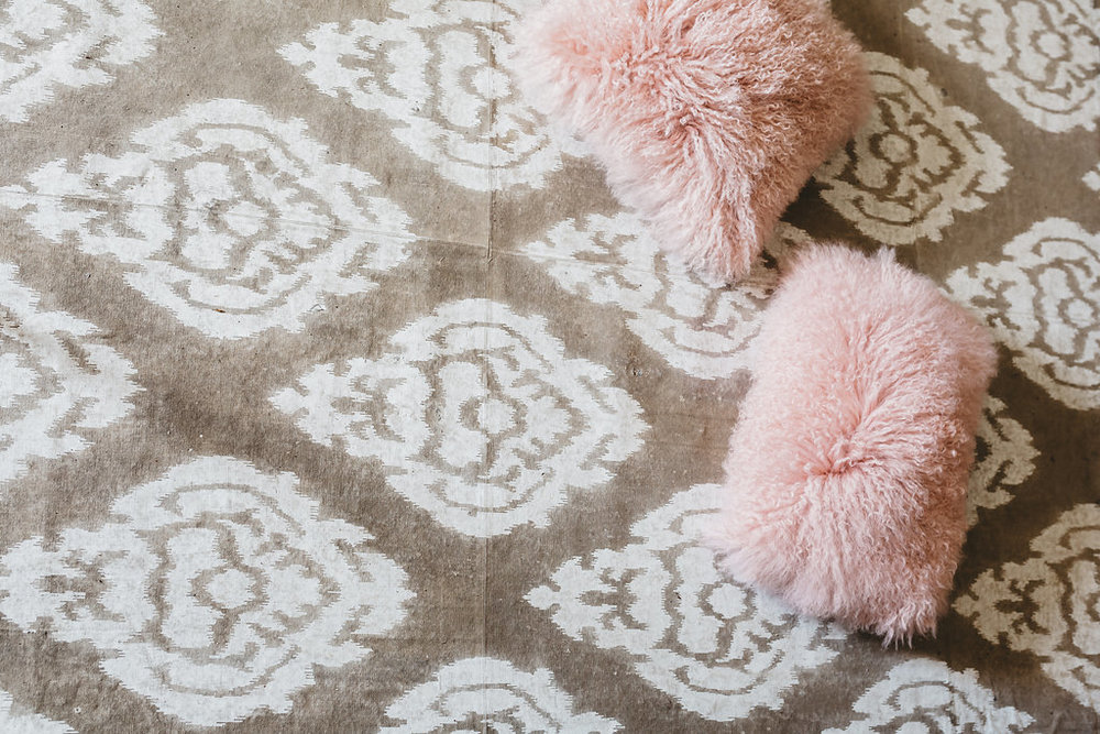 A diamond pattern rug sits on the floor of the McConnell House bridal suite | Interior designer: Kim Leggett
