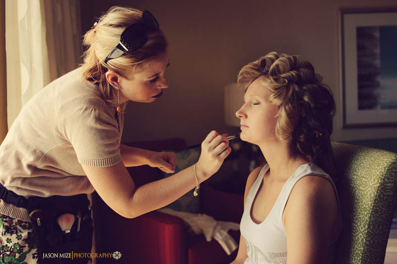 renaissance vinoy wedding: bride getting makeup done