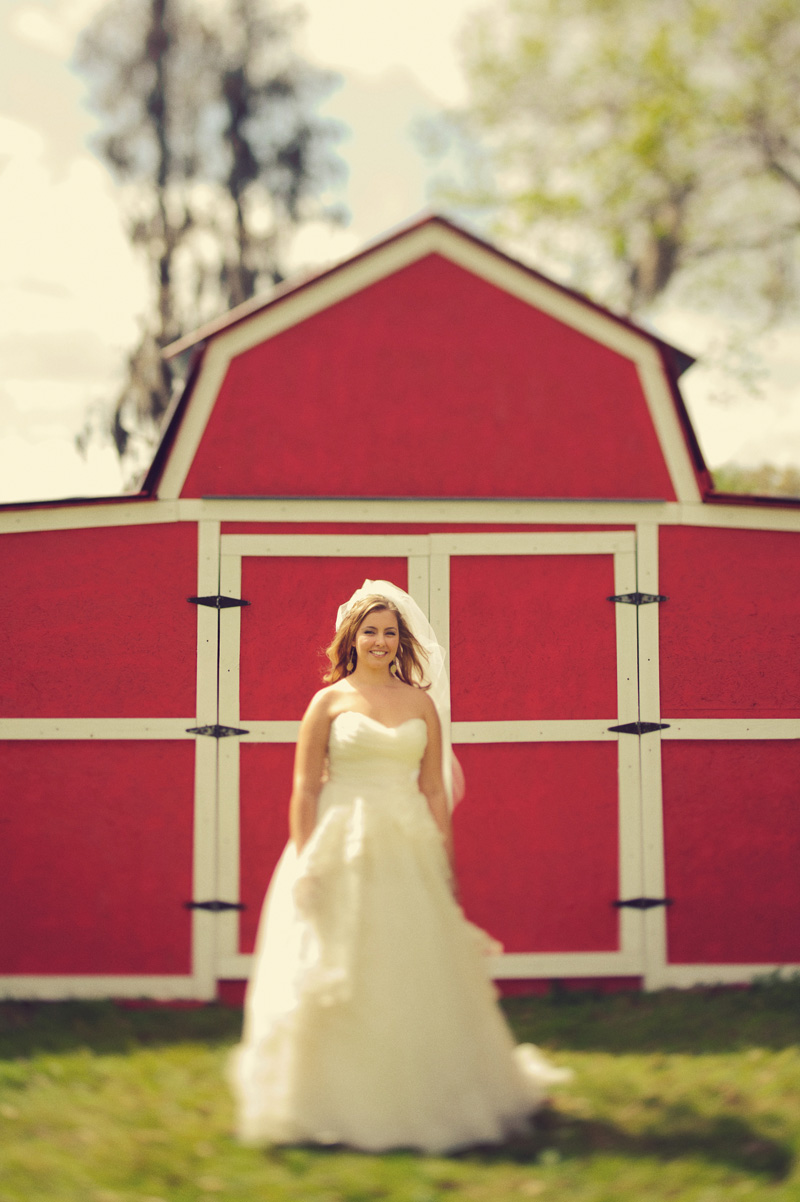 wedding red barn