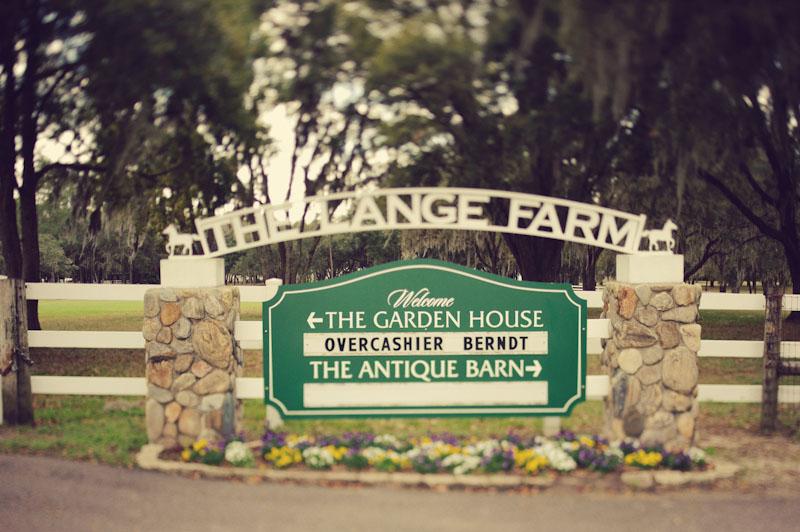 Lange Farm: sign