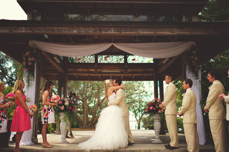 Selby Gardens Wedding: first kiss