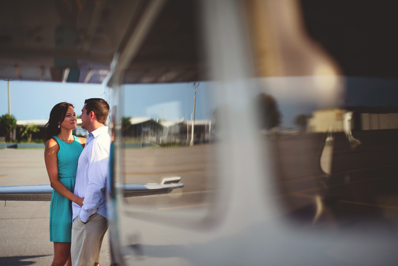romantic-airport-engagement-jason-mize011