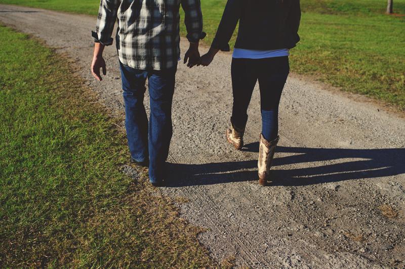 romantic-woodsy-farm-engagement-jason-mize-016