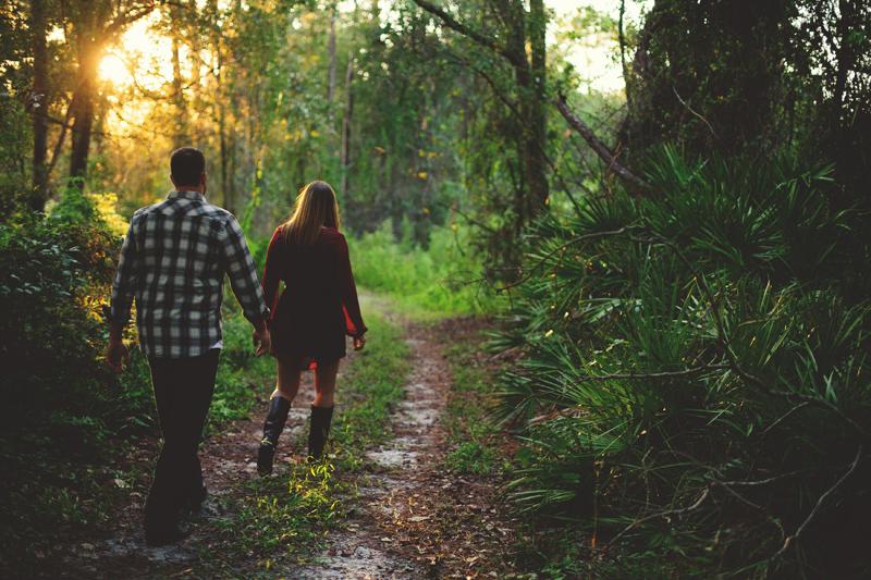 romantic-woodsy-farm-engagement-jason-mize-025