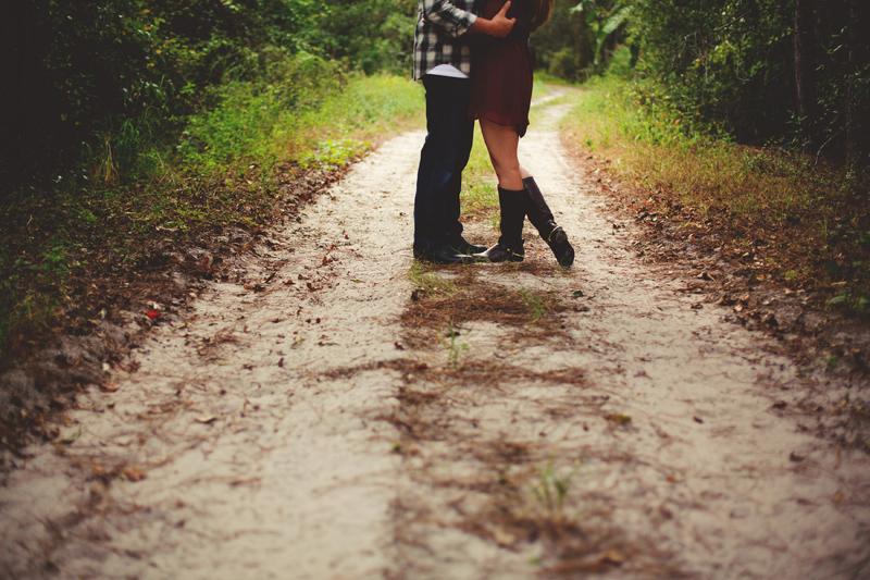 romantic-woodsy-farm-engagement-jason-mize-034