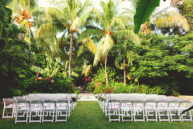 romantic sundy house wedding: ceremony setup