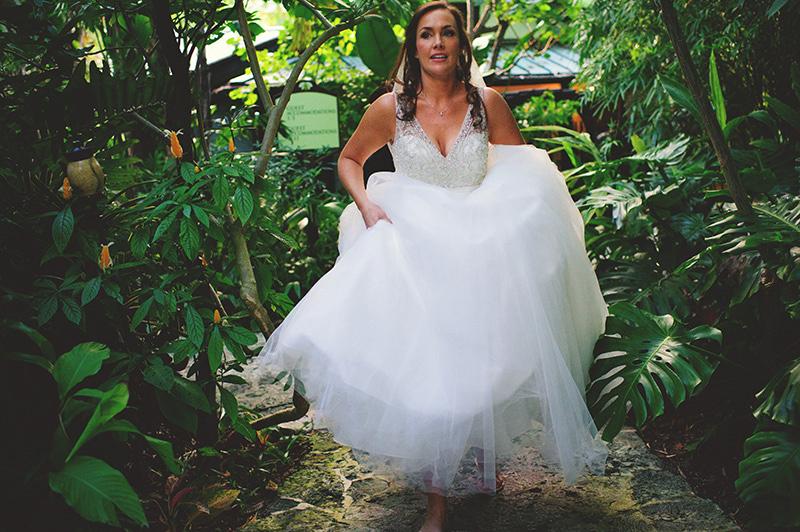 romantic sundy house wedding: bride walking