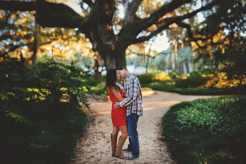 washington oaks state park engagement: bride and groom kissing