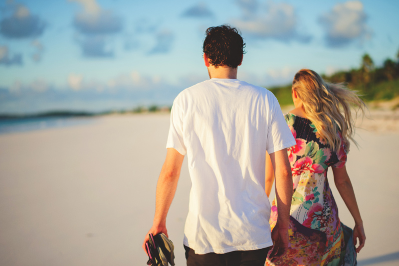 harbour island couple photos: walking on the beach
