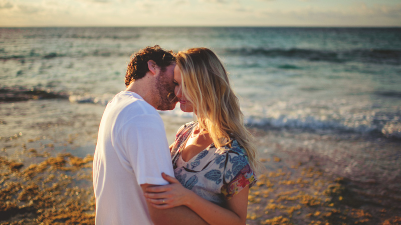 harbour island couple photos: sweet kisses