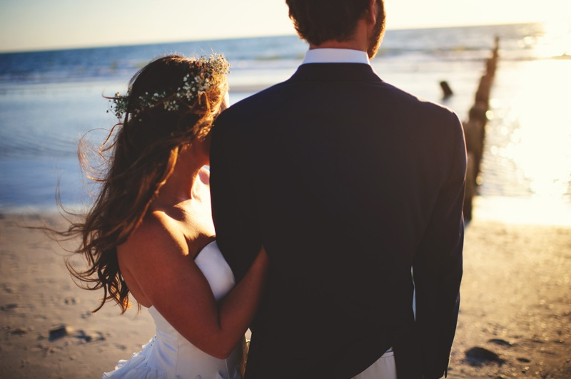 boho backyard wedding naples: staring out into the ocean