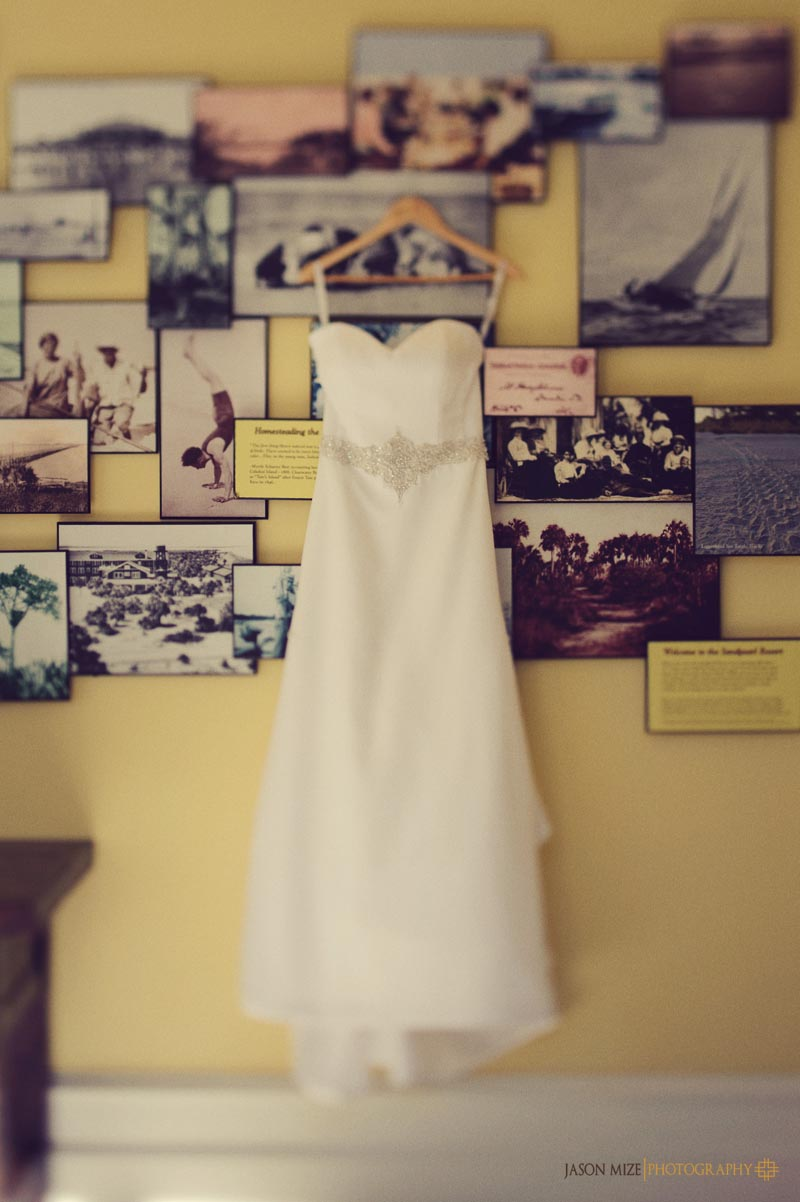 sandpearl wedding: dress lobby