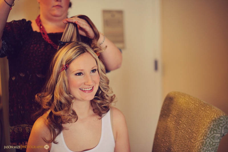 renaissance vinoy wedding: bride getting hair done
