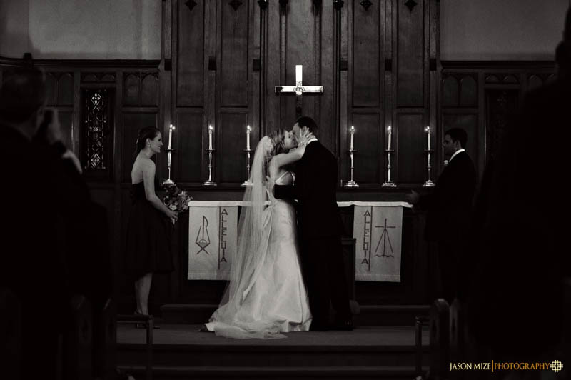 trinity lutheran church wedding: kiss
