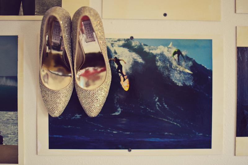 Postcard Inn: shoes surfing
