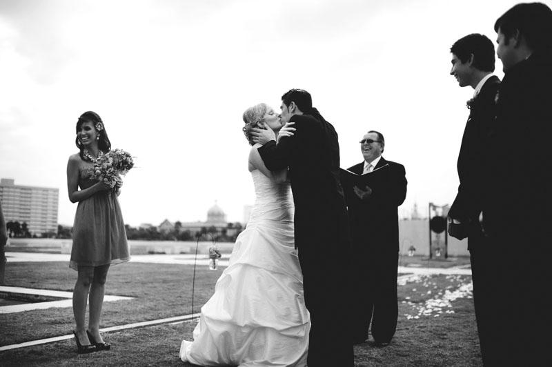 Kiley Garden: wedding kiss