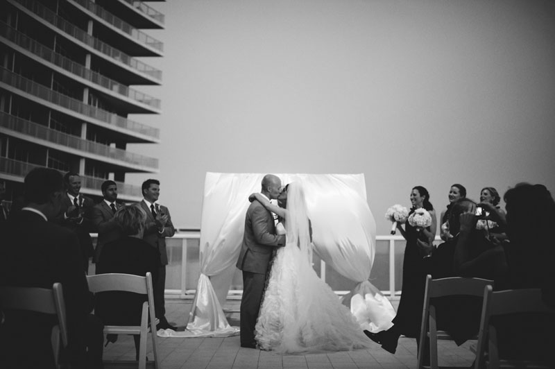 w hotel ft lauderdale wedding: first kiss