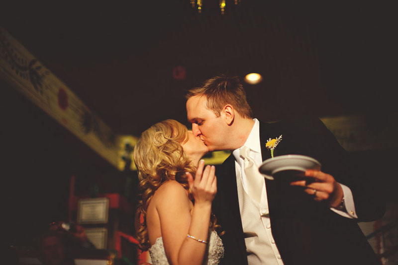 House of Blues Wedding: cake kiss