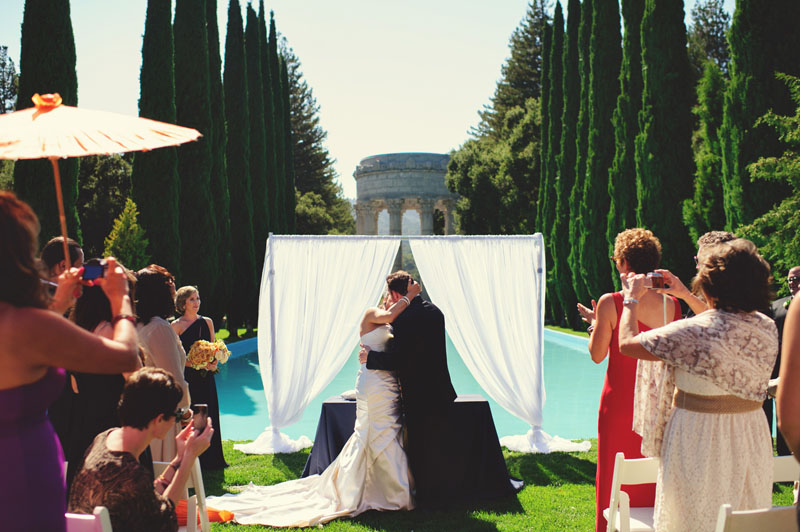 pulgas water temple wedding: first kiss