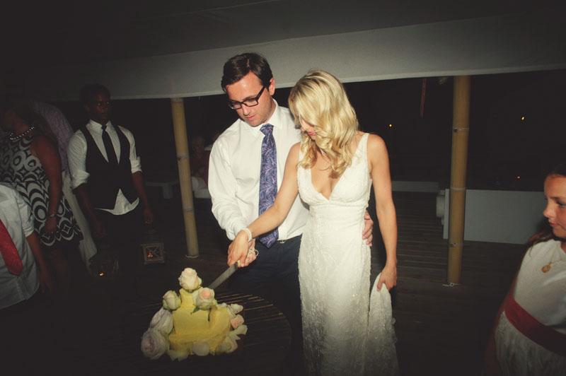 Harbour Island Wedding: cake cutting