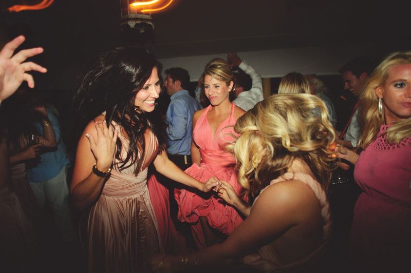 Harbour Island Wedding: fun dancing