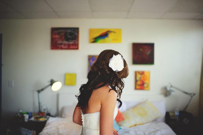 postcard inn holiday isles wedding: bride getting ready