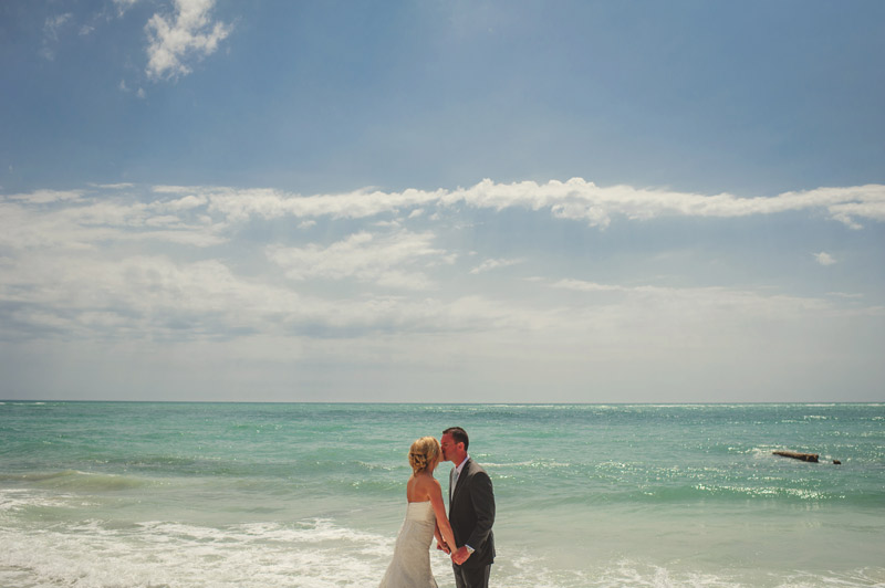 siesta key backyard wedding: first look kiss