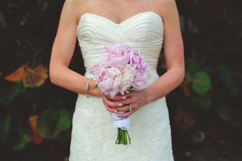 siesta key backyard wedding: brides bouquet