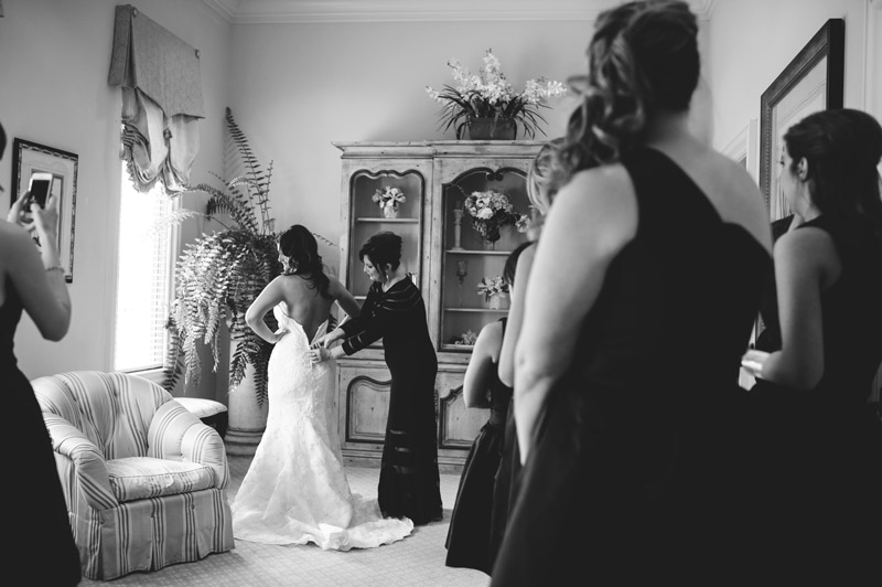 lakewood ranch wedding: putting on dress