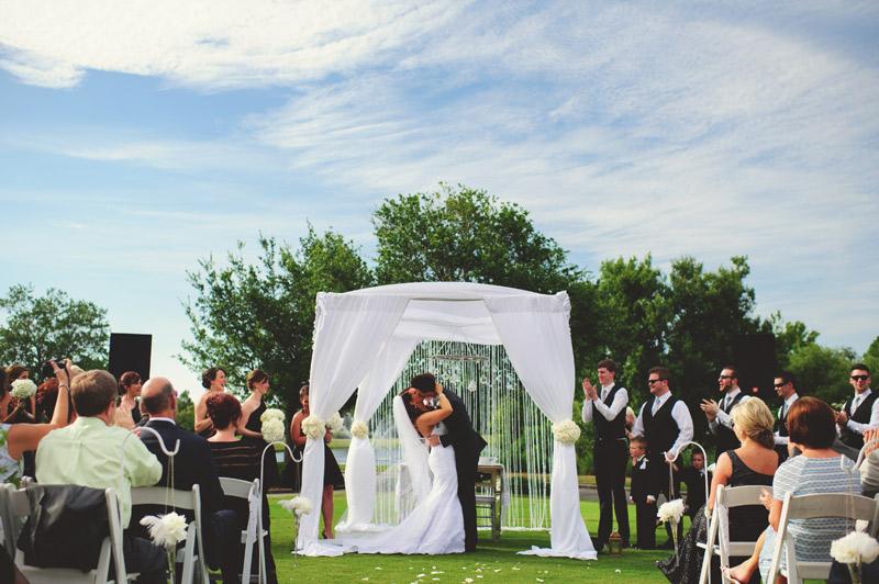 lakewood ranch wedding: first kiss