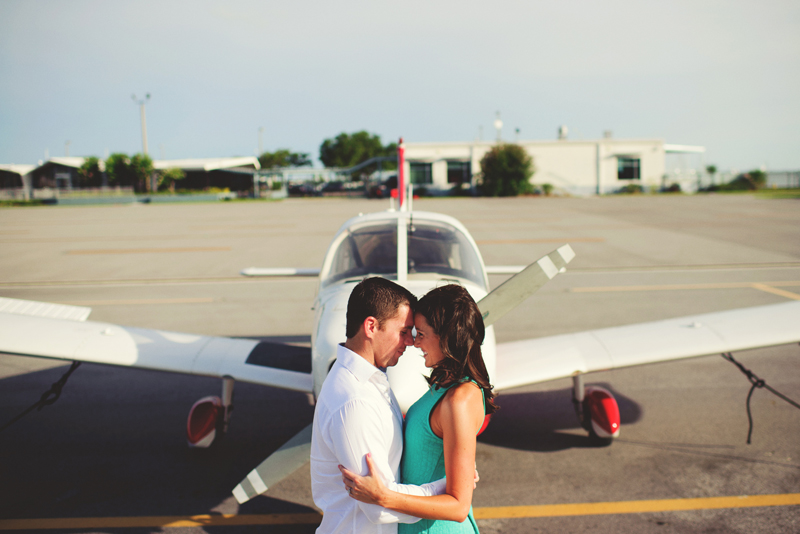 romantic-airport-engagement-jason-mize009