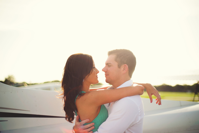 romantic-airport-engagement-jason-mize015