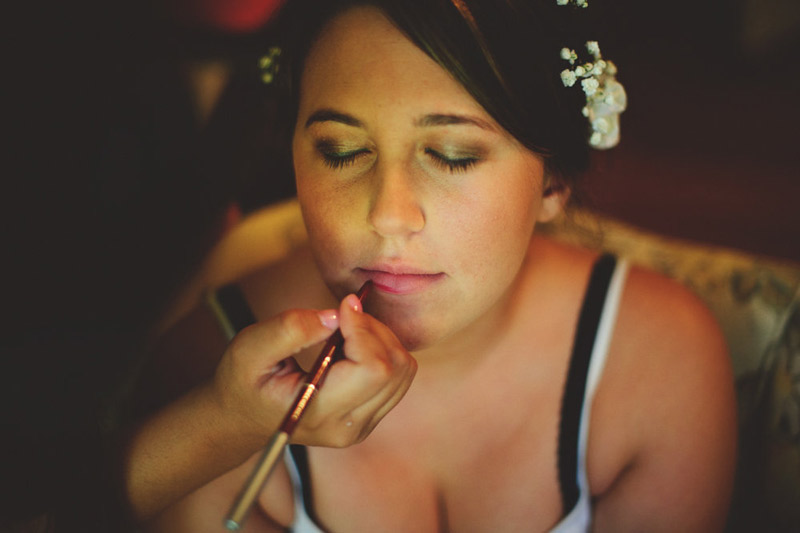 the glen venue wedding: bride getting lipstick on