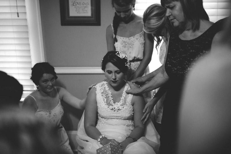 the glen venue wedding: praying over bride