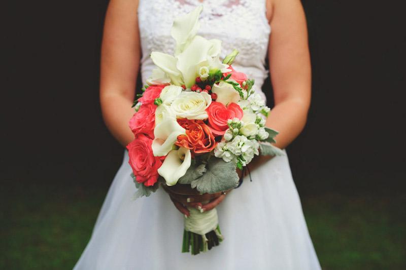 the glen venue wedding: brides bouquet