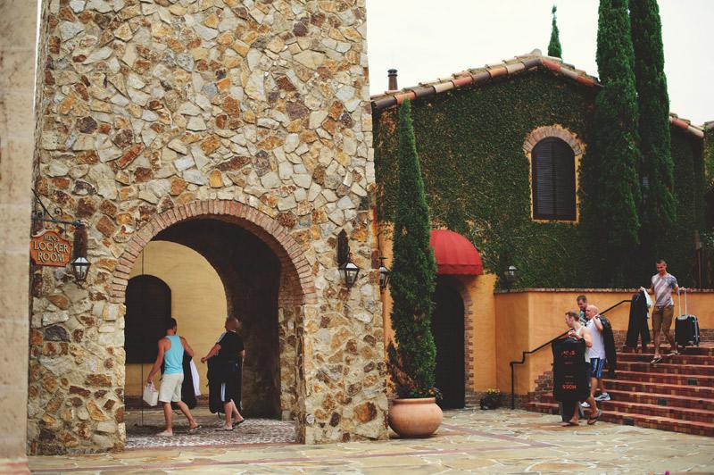 bella collina wedding: groomsmen arriving