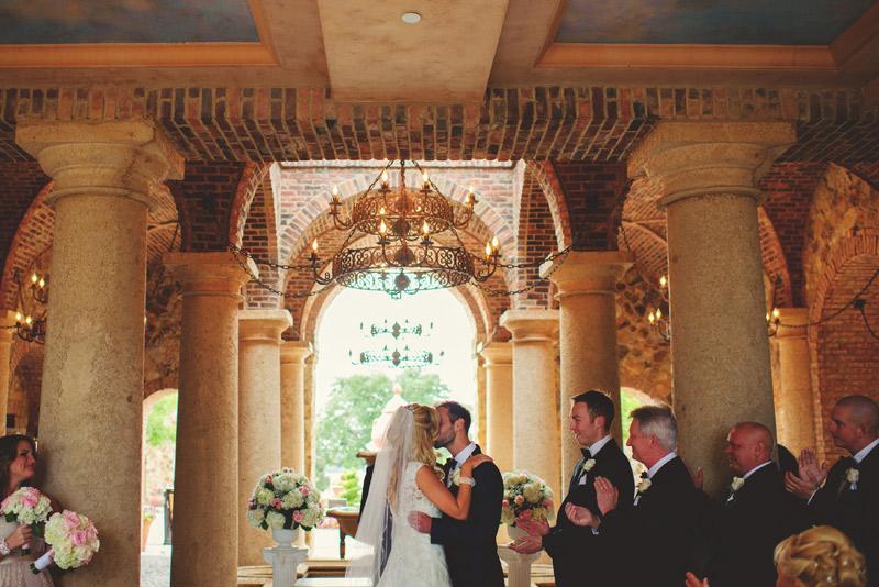 bella collina wedding: first kiss
