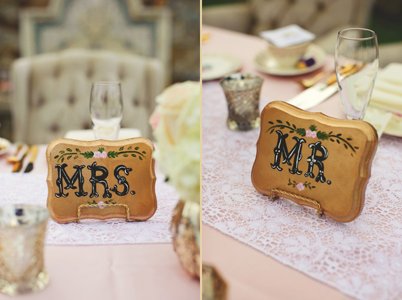 bella collina wedding: mr and mrs signs