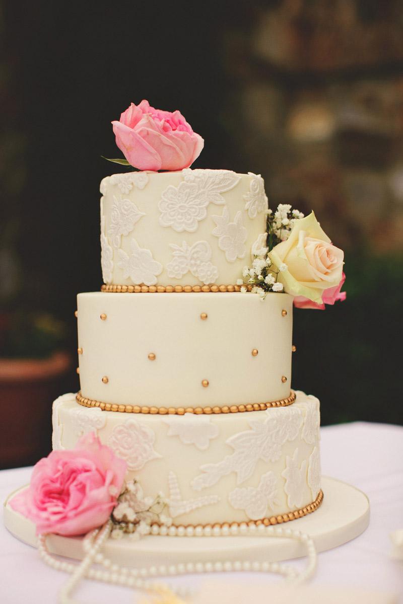bella collina wedding: party flavors cake