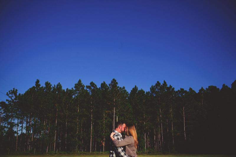 romantic-woodsy-farm-engagement-jason-mize-020